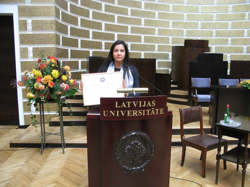 Ирина Ландо защитила докторскую диссертацию по специальности   кафедре и для продолжения учёбы выиграла европейский проект способствующий развитию науки в ЕС Согласитесь докторскую придётся писать в любом случае
